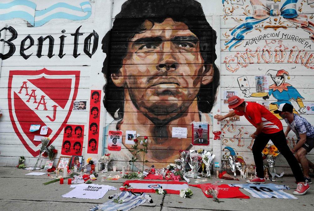 Khắp nơi trên thế giới tưởng niệm Diego Maradona - Ảnh 2.