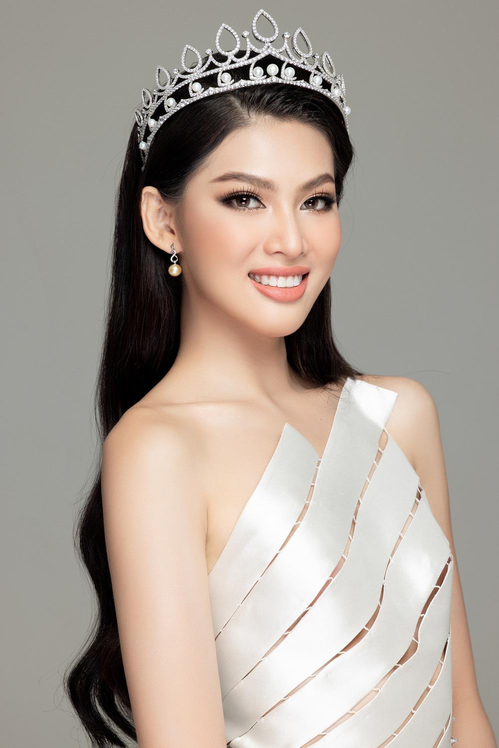 Hoa hậu Đỗ Thị Hà đọ sắc bên hai Á hậu sau 1 tháng đăng quang - Ảnh 14.