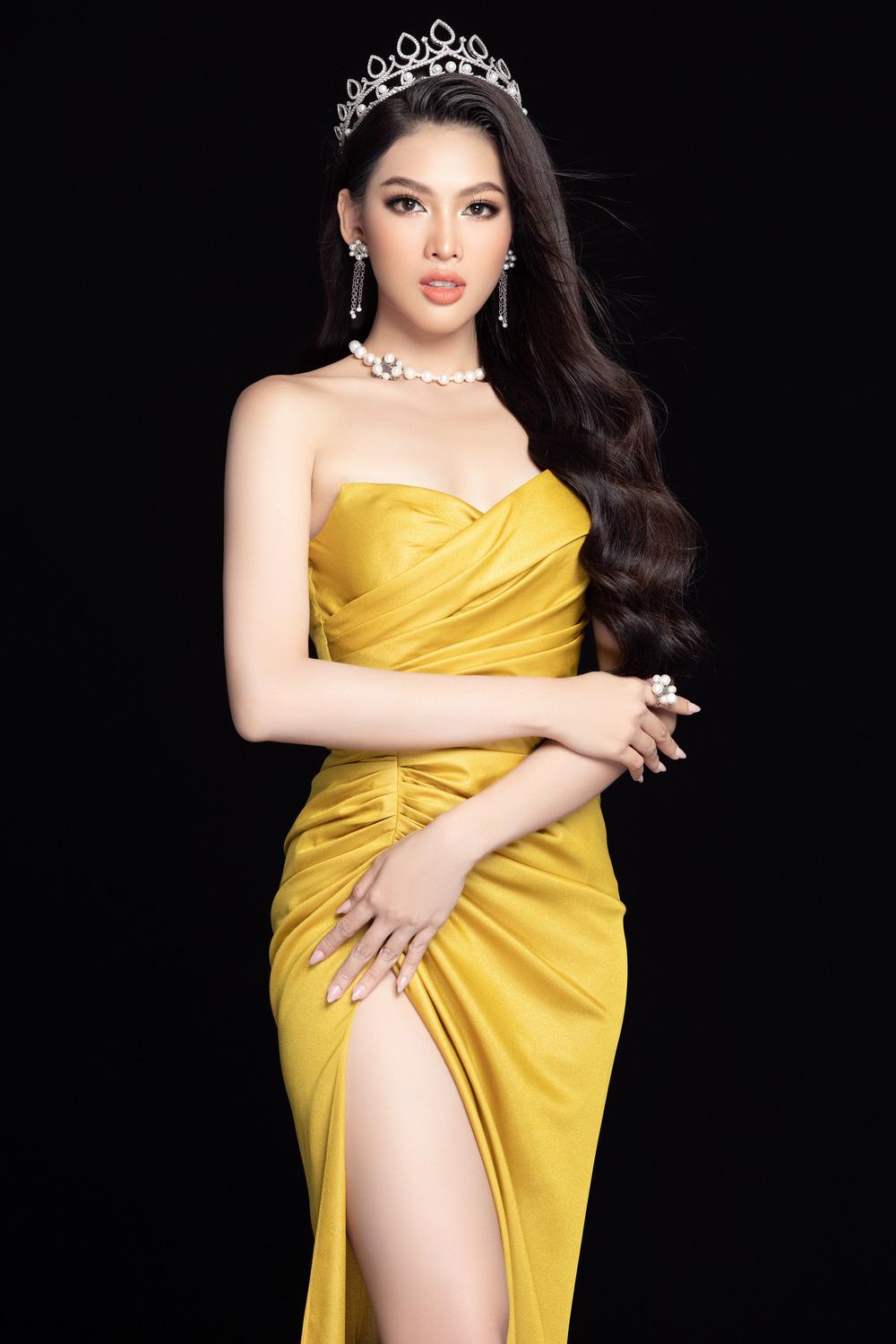 Hoa hậu Đỗ Thị Hà đọ sắc bên hai Á hậu sau 1 tháng đăng quang - Ảnh 12.