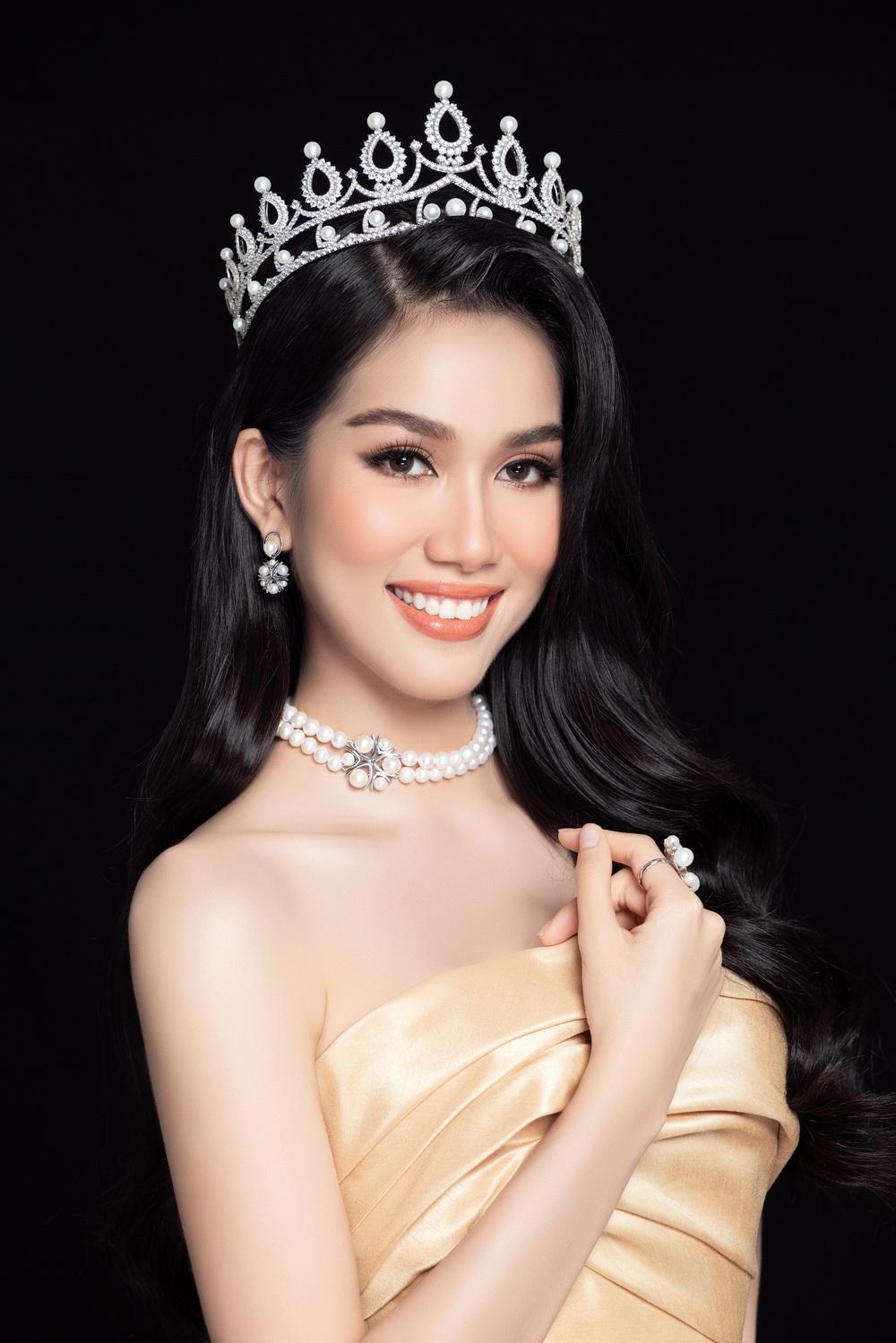 Hoa hậu Đỗ Thị Hà đọ sắc bên hai Á hậu sau 1 tháng đăng quang - Ảnh 8.