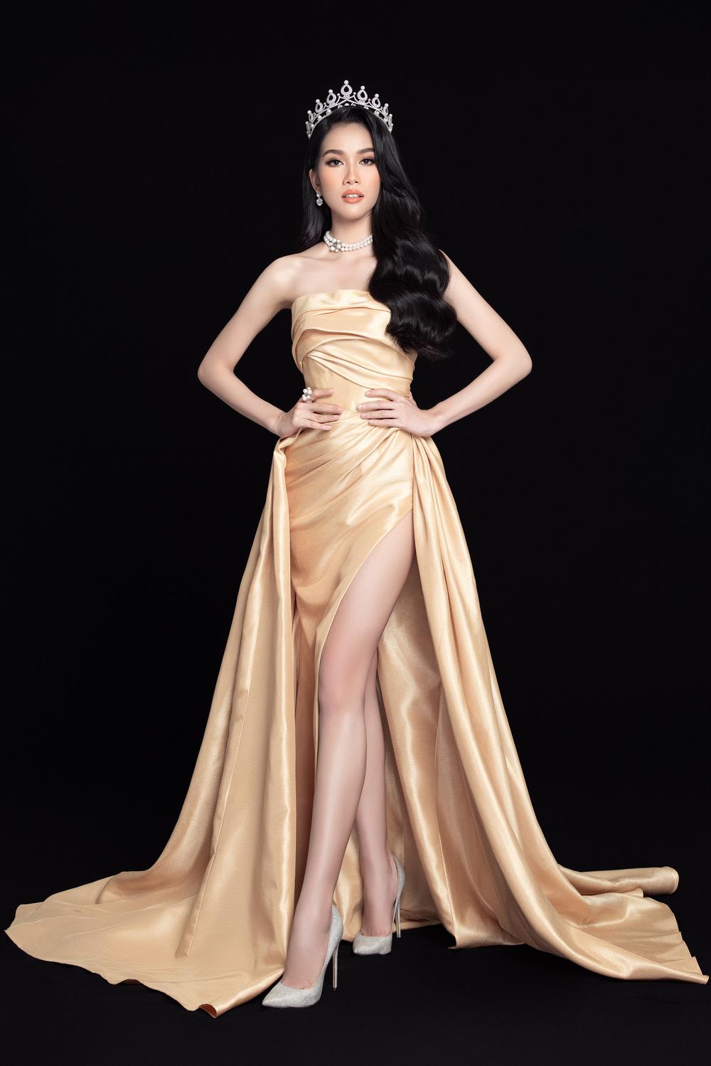 Hoa hậu Đỗ Thị Hà đọ sắc bên hai Á hậu sau 1 tháng đăng quang - Ảnh 9.