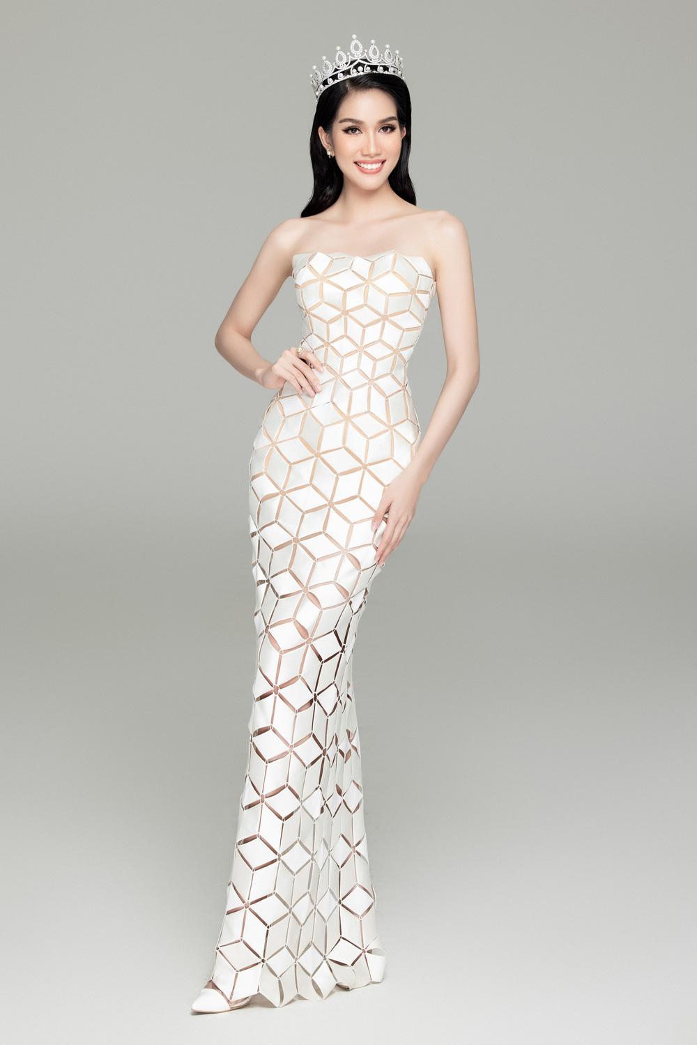 Hoa hậu Đỗ Thị Hà đọ sắc bên hai Á hậu sau 1 tháng đăng quang - Ảnh 11.