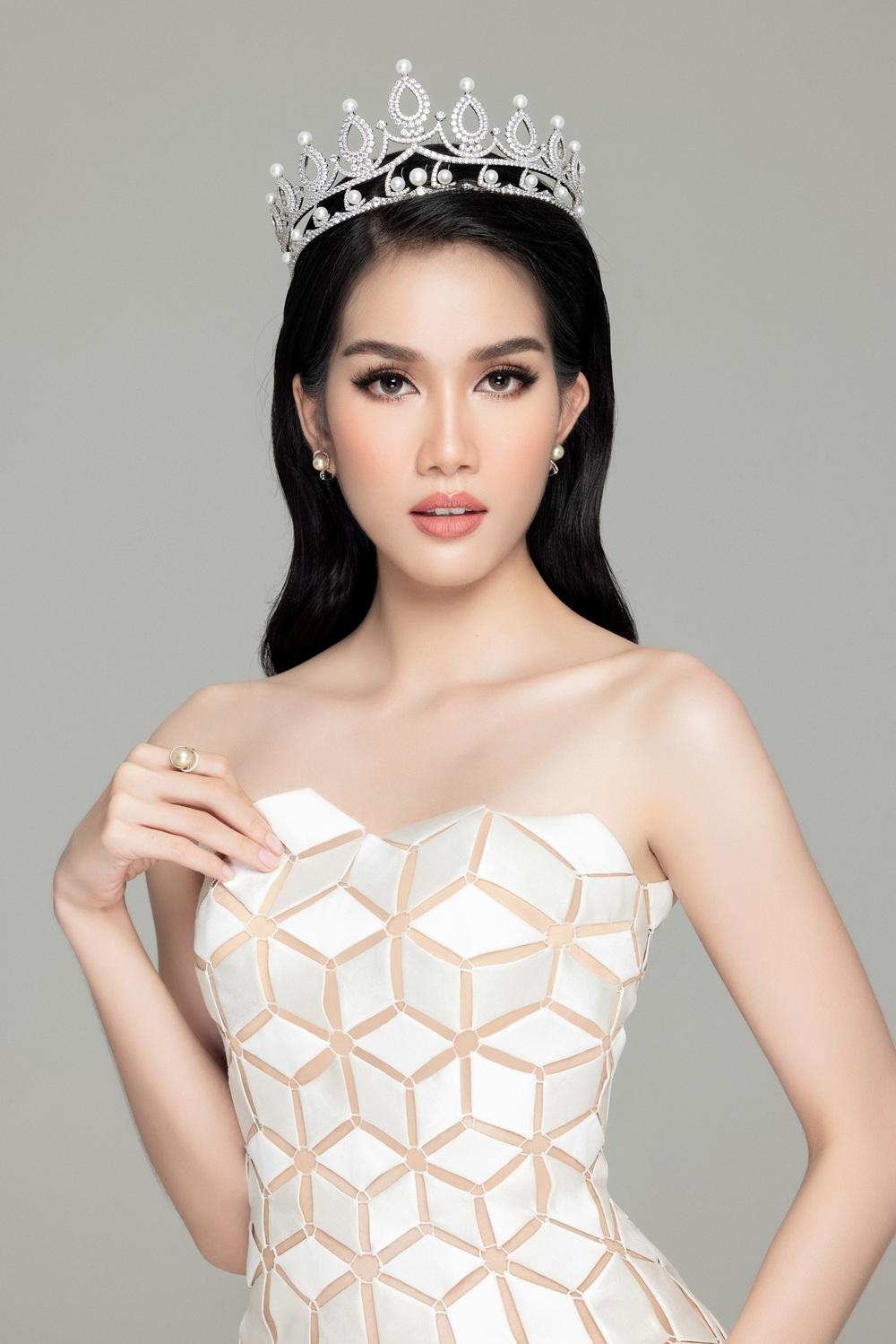 Hoa hậu Đỗ Thị Hà đọ sắc bên hai Á hậu sau 1 tháng đăng quang - Ảnh 10.