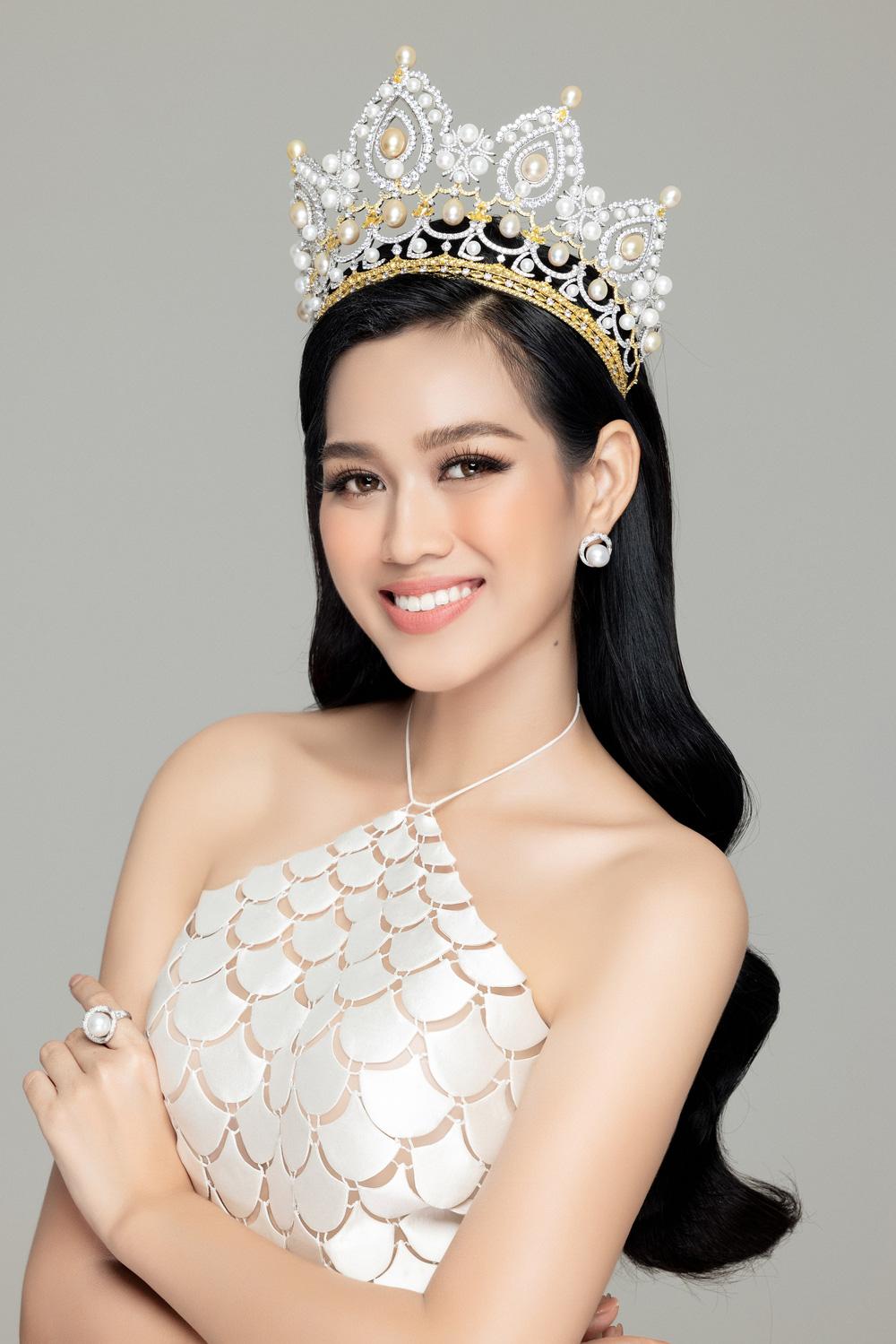 Hoa hậu Đỗ Thị Hà đọ sắc bên hai Á hậu sau 1 tháng đăng quang - Ảnh 4.
