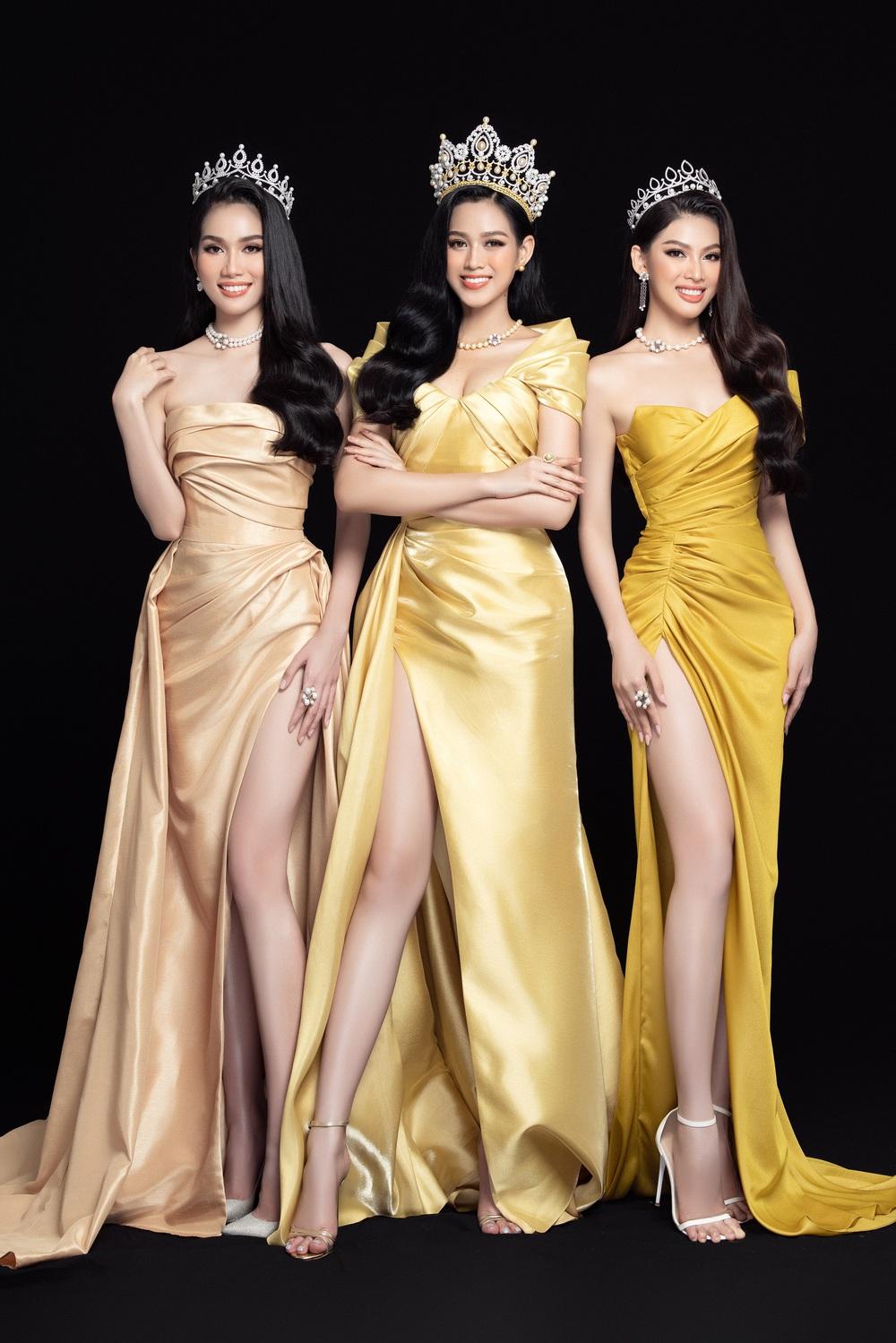 Hoa hậu Đỗ Thị Hà đọ sắc bên hai Á hậu sau 1 tháng đăng quang - Ảnh 2.