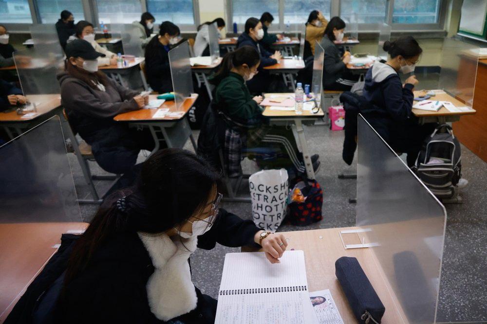 Kỳ thi Đại học rất khác lạ vì COVID-19 tại Hàn Quốc - Ảnh 11.
