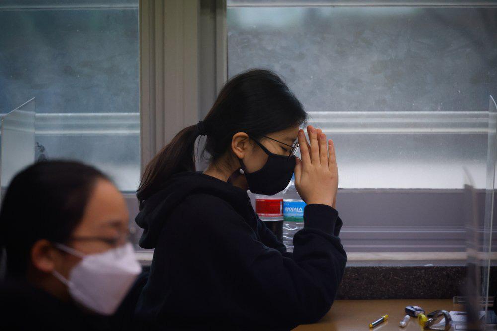 Kỳ thi Đại học rất khác lạ vì COVID-19 tại Hàn Quốc - Ảnh 12.