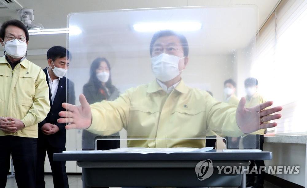 Kỳ thi Đại học rất khác lạ vì COVID-19 tại Hàn Quốc - Ảnh 14.