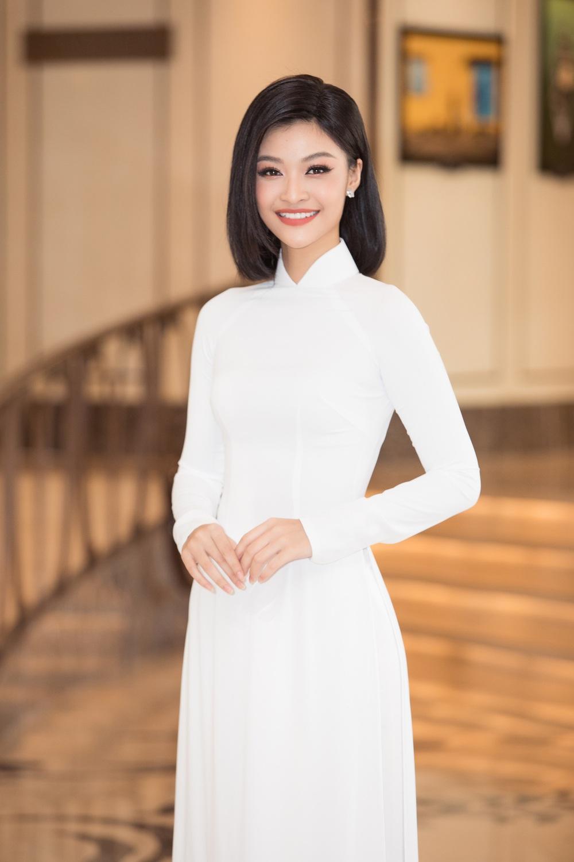 Vì sao dàn người đẹp đồng loạt diện áo dài trắng tại họp báo Hoa hậu Việt Nam 2020? - Ảnh 9.