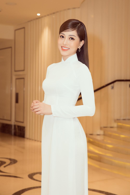 Vì sao dàn người đẹp đồng loạt diện áo dài trắng tại họp báo Hoa hậu Việt Nam 2020? - Ảnh 5.