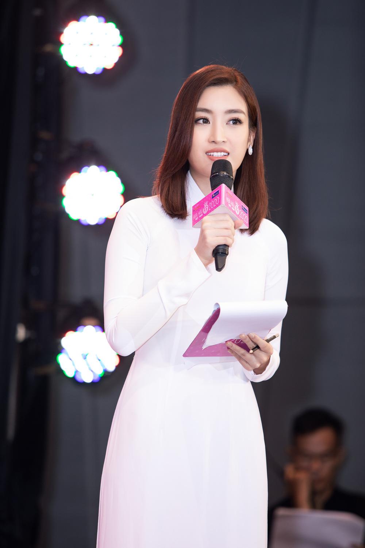 Vì sao dàn người đẹp đồng loạt diện áo dài trắng tại họp báo Hoa hậu Việt Nam 2020? - Ảnh 1.