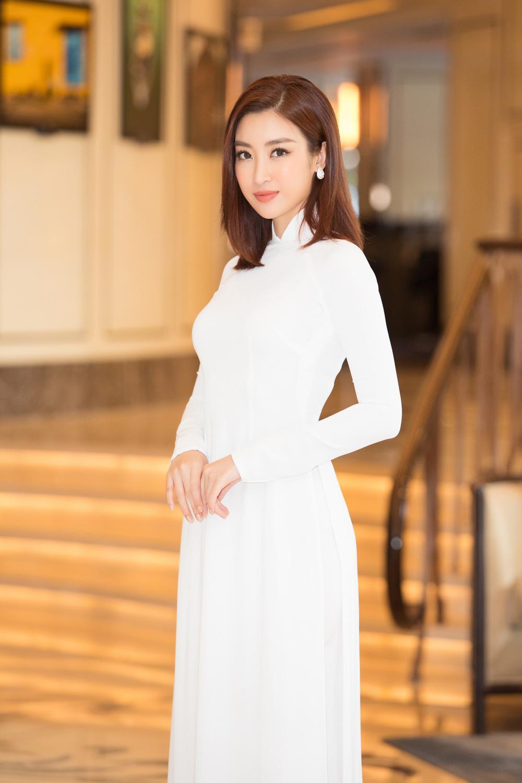 Vì sao dàn người đẹp đồng loạt diện áo dài trắng tại họp báo Hoa hậu Việt Nam 2020? - Ảnh 2.