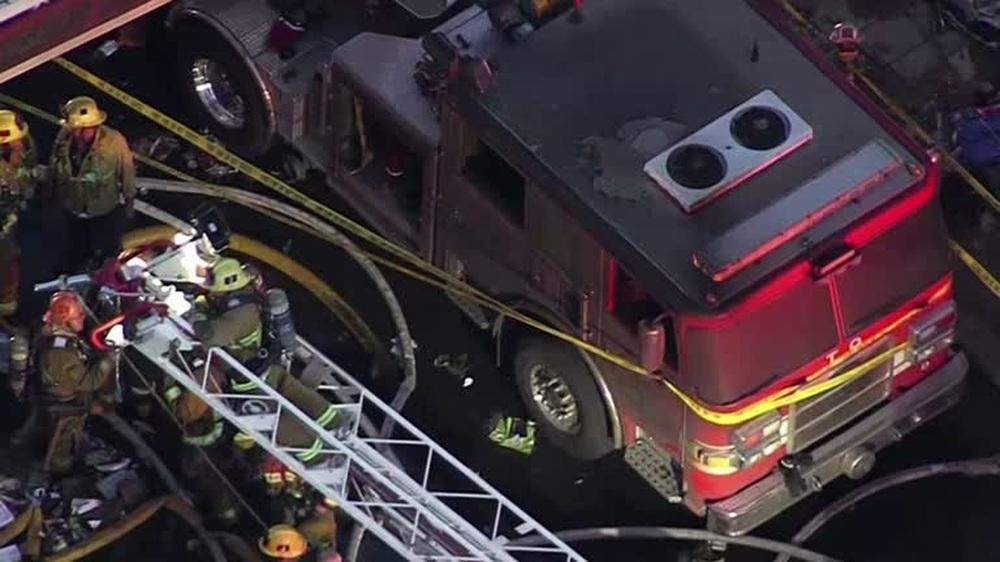Cận cảnh vụ nổ lớn tại Los Angeles khiến 11 lính cứu hỏa bị thương - Ảnh 2.