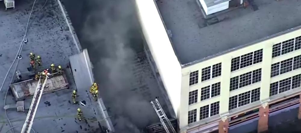 Cận cảnh vụ nổ lớn tại Los Angeles khiến 11 lính cứu hỏa bị thương - Ảnh 3.