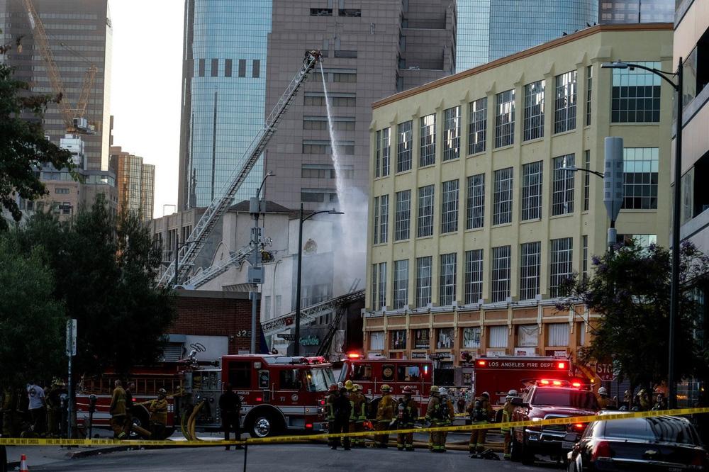 Cận cảnh vụ nổ lớn tại Los Angeles khiến 11 lính cứu hỏa bị thương - Ảnh 5.