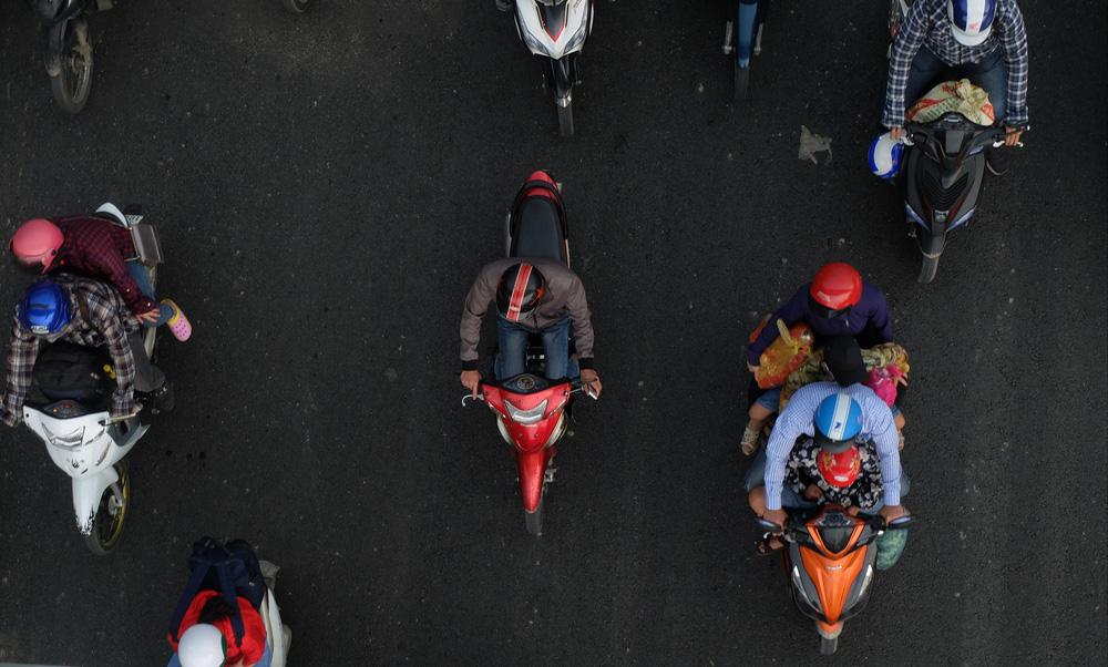 Người dân ùn ùn đổ về sau nghỉ lễ: Hà Nội tạm biệt đường thông, hè thoáng - Ảnh 4.