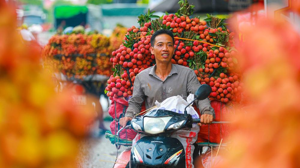 Lục Ngạn (Bắc Giang) mùa vải chín: Phiên chợ rực rỡ sắc đỏ - Ảnh 4.