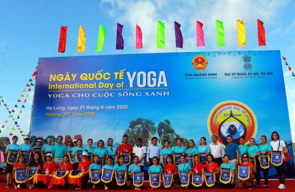 Gần 3.000 người đồng diễn yoga bên Vịnh Hạ Long - Ảnh 5.