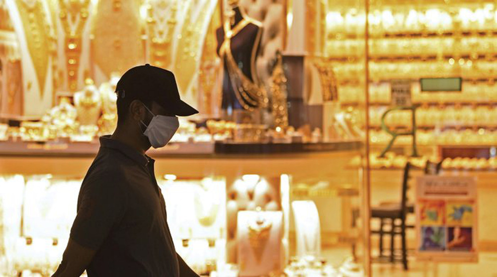 Bất định thời COVID-19, giới siêu giàu đổ xô mua vàng làm nơi trú ẩn an toàn - Ảnh 2.