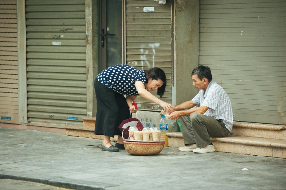 Người Hà Nội nhộn nhịp chuẩn bị tết Đoan Ngọ từ sáng sớm - Ảnh 10.