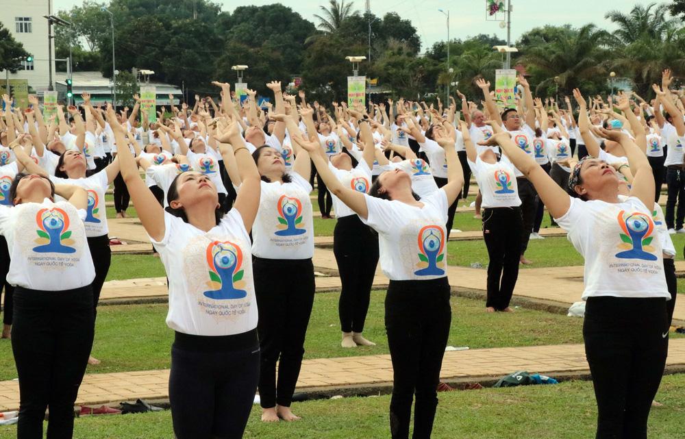 Gần 1.000 người đồng diễn nhân Ngày Quốc tế Yoga tại Ninh Thuận - Ảnh 6.