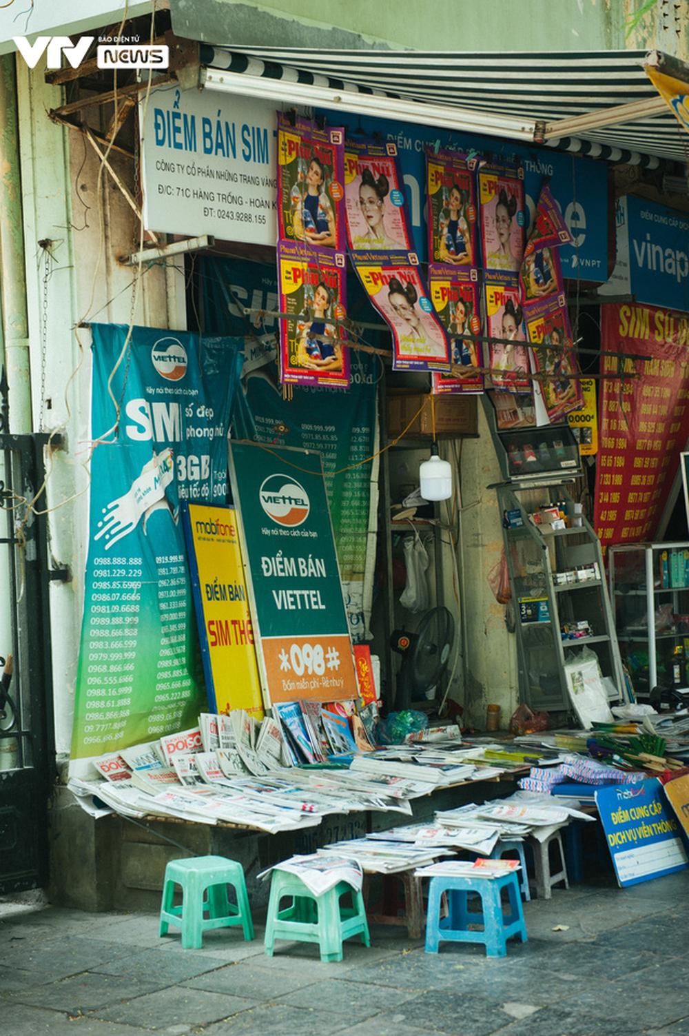 Nhộn nhịp chợ báo giấy mỗi sáng ở Thủ đô - Ảnh 14.
