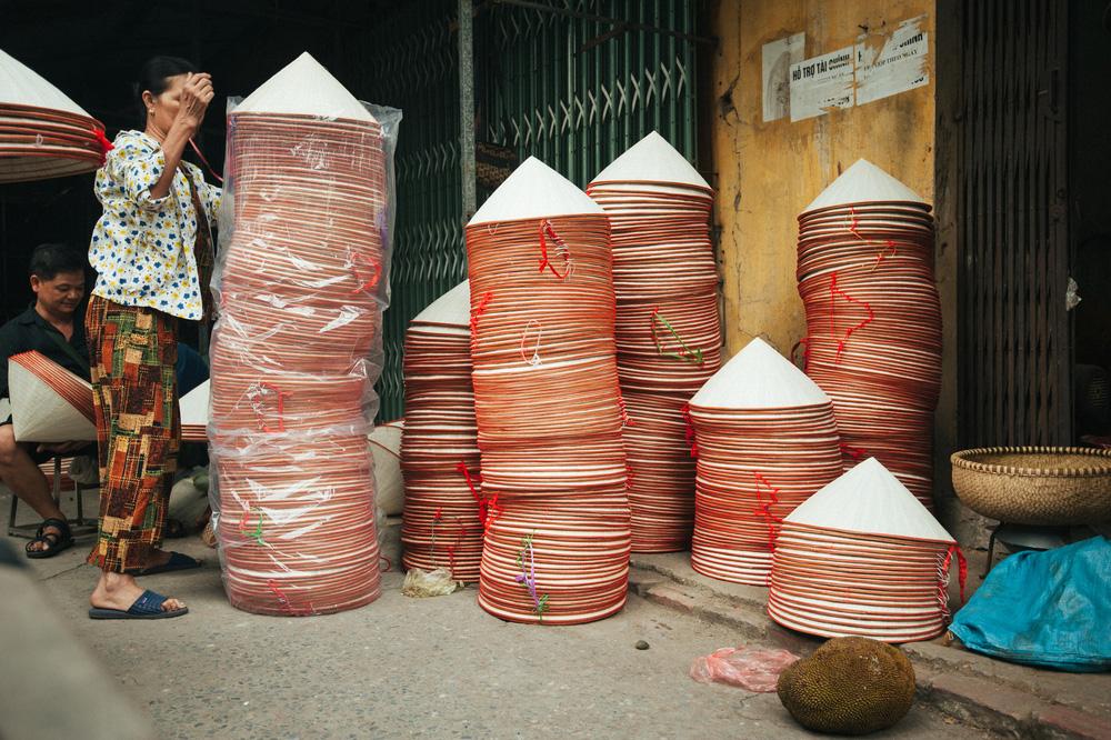 Tấp nập phiên chợ nón làng Chuông - Ảnh 14.