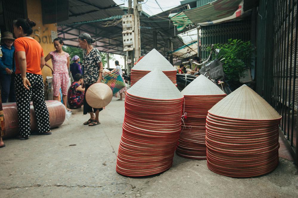 Tấp nập phiên chợ nón làng Chuông - Ảnh 13.