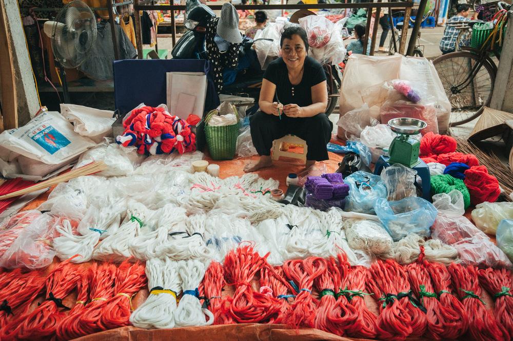 Tấp nập phiên chợ nón làng Chuông - Ảnh 5.
