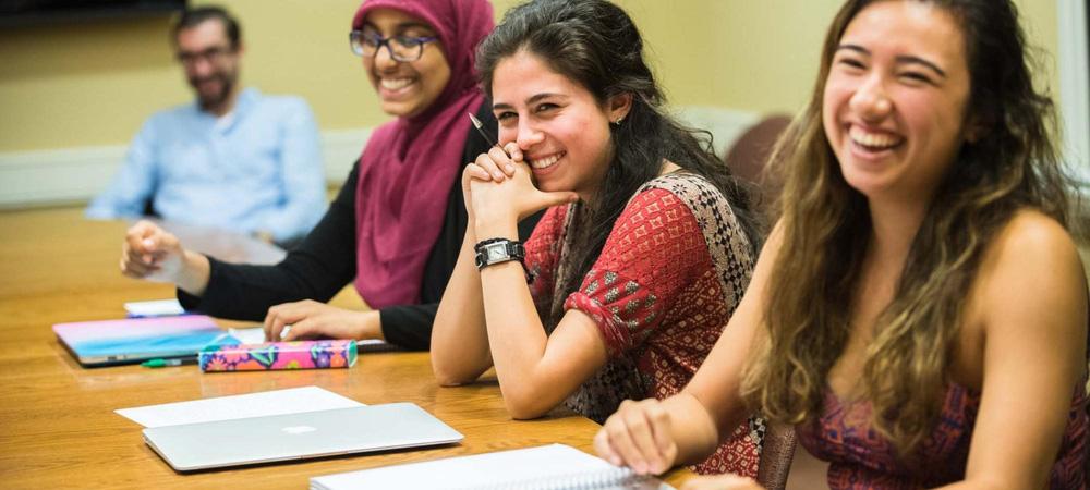 Chuyện rút lệnh trục xuất du học sinh tại Mỹ: Sinh viên quốc tế bị lạc đạn mùa bầu cử - Ảnh 1.