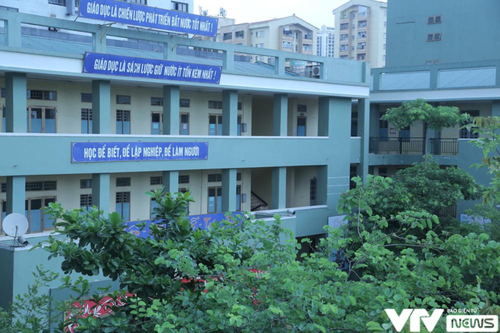 """Ngôi trường THPT giữa Hà Nội """"hoài cổ"""" nói không với điện thoại, lớp nam nữ riêng biệt - Ảnh 7."""