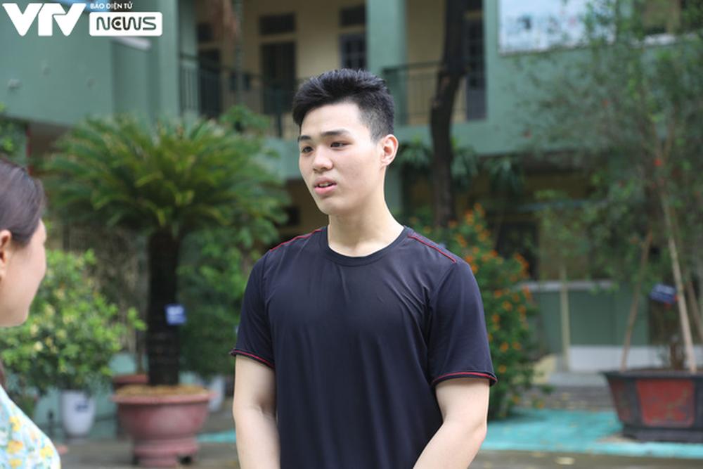 """Ngôi trường THPT giữa Hà Nội """"hoài cổ"""" nói không với điện thoại, lớp nam nữ riêng biệt - Ảnh 4."""