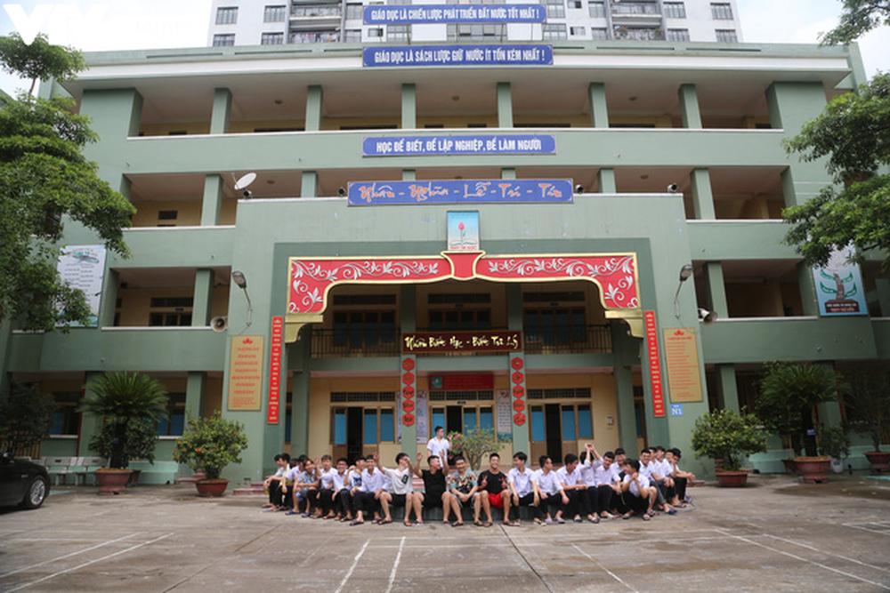 """Ngôi trường THPT giữa Hà Nội """"hoài cổ"""" nói không với điện thoại, lớp nam nữ riêng biệt - Ảnh 16."""