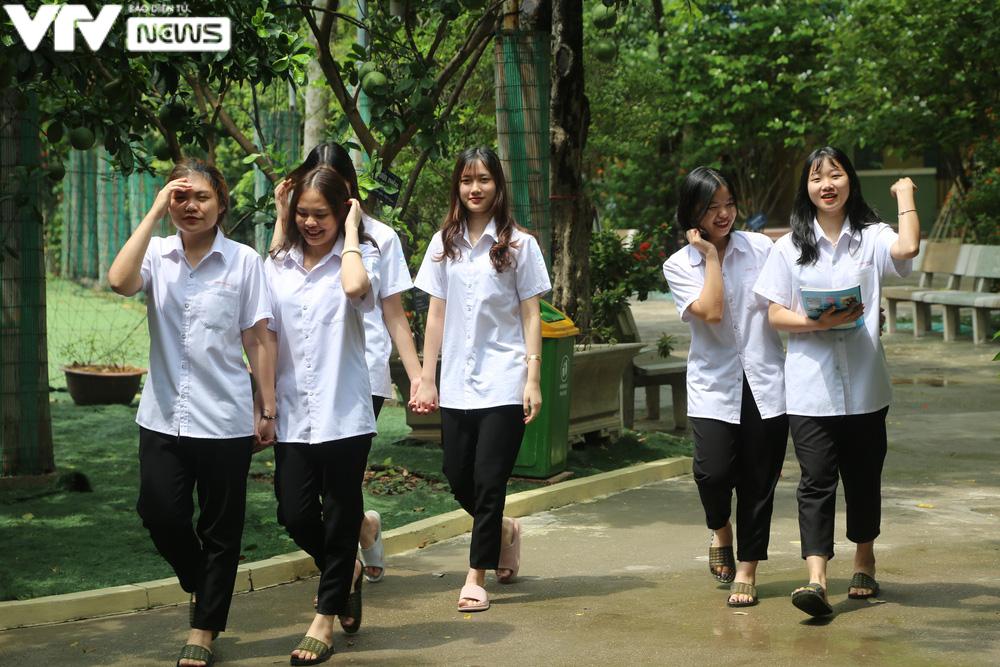 """Ngôi trường THPT giữa Hà Nội """"hoài cổ"""" nói không với điện thoại, lớp nam nữ riêng biệt - Ảnh 9."""