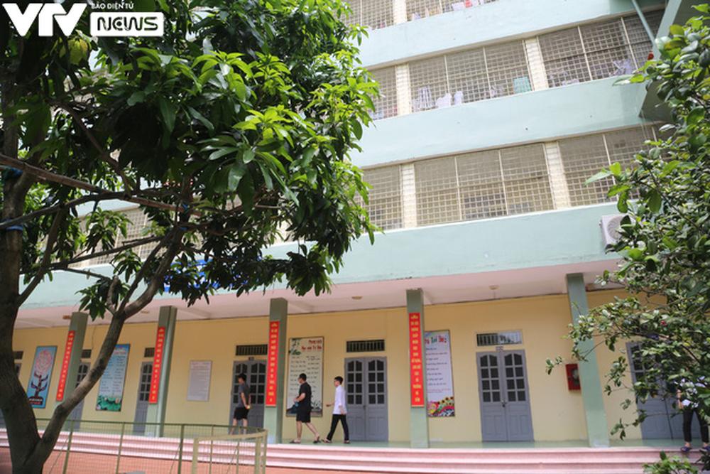 """Ngôi trường THPT giữa Hà Nội """"hoài cổ"""" nói không với điện thoại, lớp nam nữ riêng biệt - Ảnh 15."""