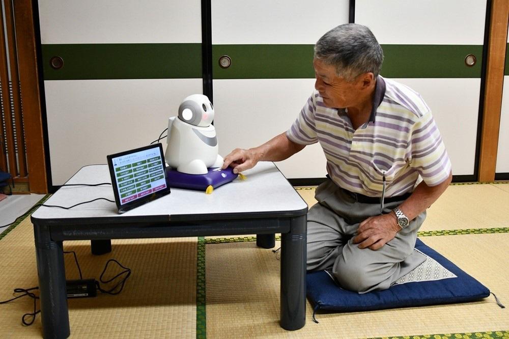 Robot thú cưng đem lại sức sống người già đơn thân tại Nhật Bản như thế nào? - ảnh 1