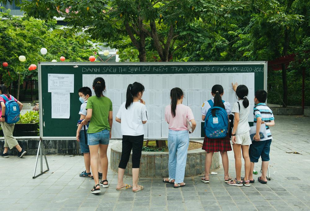 Gần 3.000 sỹ tử giành suất vào lớp 6 Lương Thế Vinh, phụ huynh chen chân kín cổng trường - Ảnh 15.
