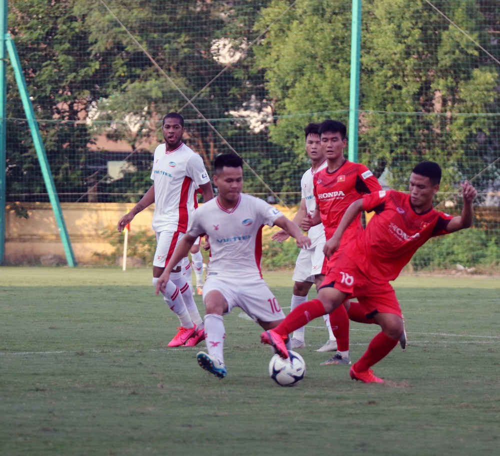 U22 Việt Nam hoà 2-2 CLB Viettel trong trận đấu tập cuối cùng - Ảnh 13.