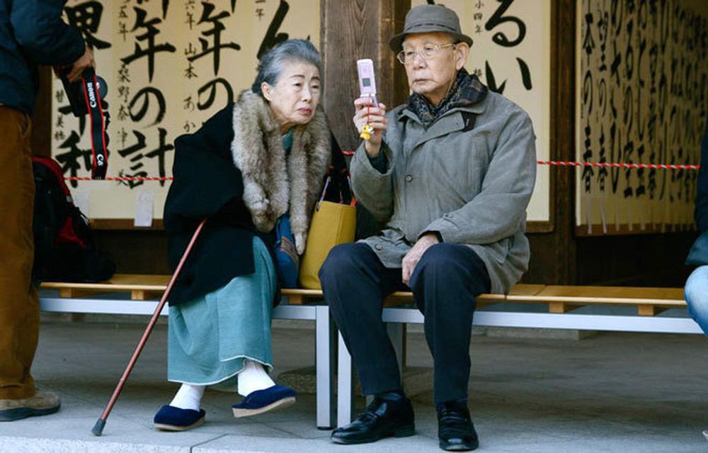 Thủ tướng Nhật Bản Abe Shinzo từ chức - Di sản của ông để lại là gì? - Ảnh 7.