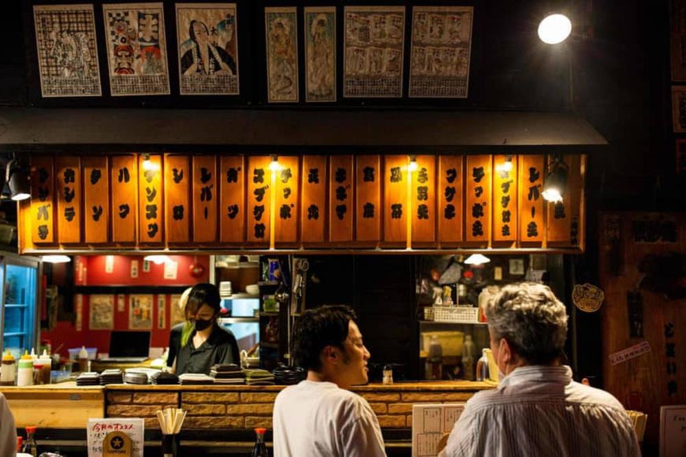 Cái giá Nhật Bản phải trả cho việc chủ quan trước COVID-19 - Ảnh 2.