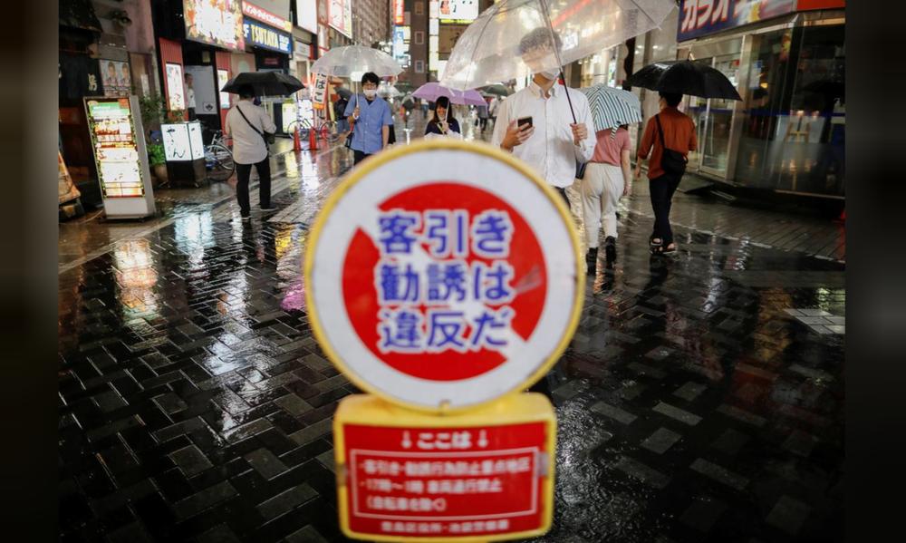 Cái giá Nhật Bản phải trả cho việc chủ quan trước COVID-19 - Ảnh 1.