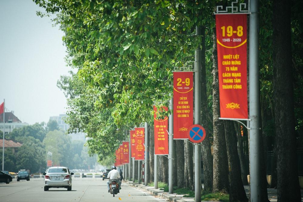 Thủ đô ngập tràn màu cờ Tổ quốc chào mừng 75 năm Quốc khánh - Ảnh 2.