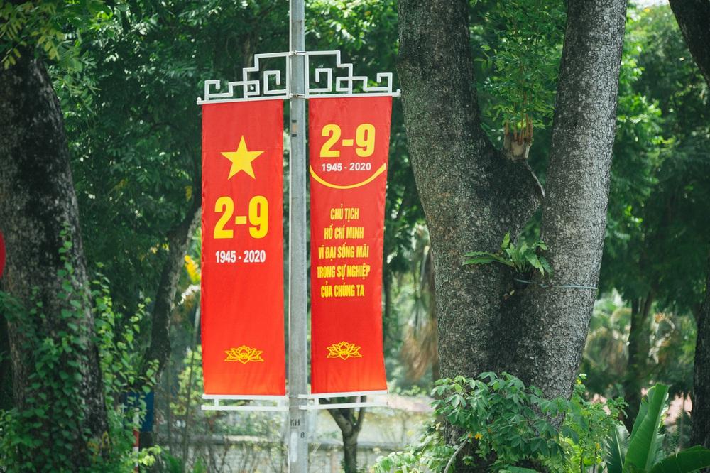 Thủ đô ngập tràn màu cờ Tổ quốc chào mừng 75 năm Quốc khánh - Ảnh 4.