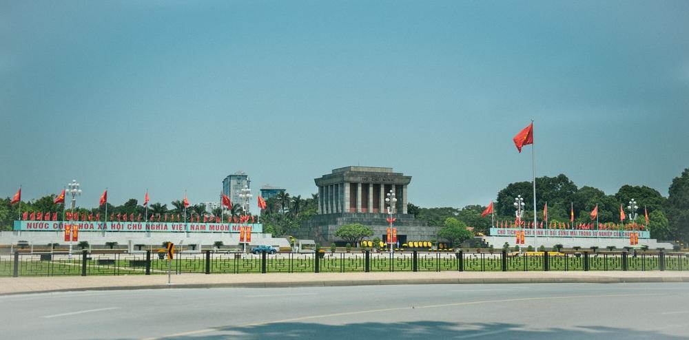 Thủ đô ngập tràn màu cờ Tổ quốc chào mừng 75 năm Quốc khánh - Ảnh 5.