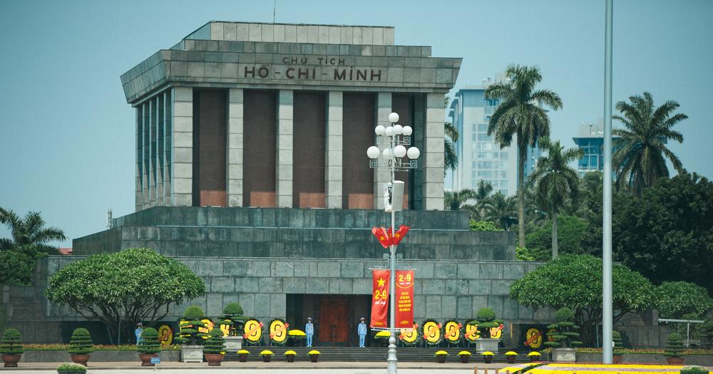 Thủ đô ngập tràn màu cờ Tổ quốc chào mừng 75 năm Quốc khánh - Ảnh 6.