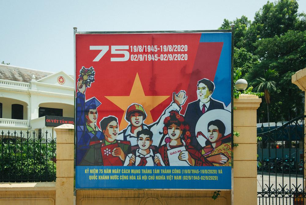 Thủ đô ngập tràn màu cờ Tổ quốc chào mừng 75 năm Quốc khánh - Ảnh 8.