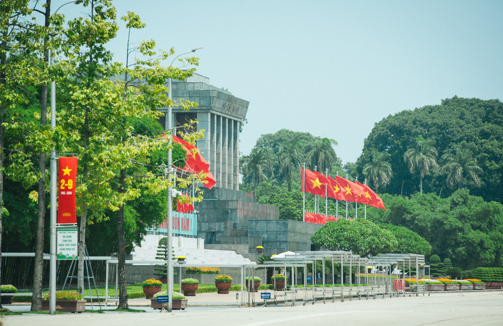 Thủ đô ngập tràn màu cờ Tổ quốc chào mừng 75 năm Quốc khánh - Ảnh 7.