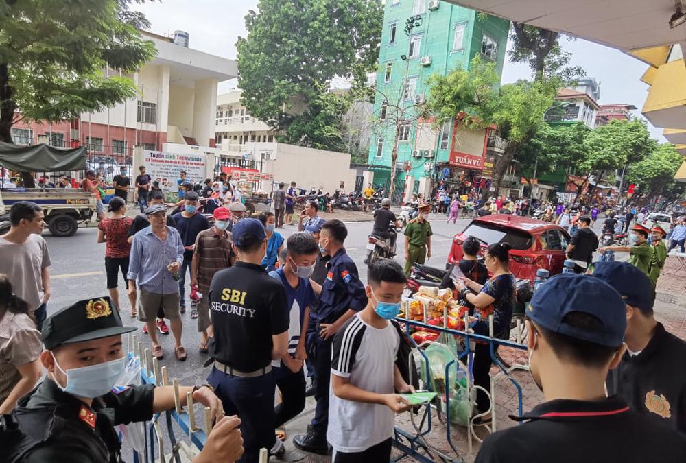 CLB Viettel – CLB Hà Nội: Khán giả nô nức đến sân Hàng Đẫy xem trận chung kết Cúp Quốc gia 2020 - Ảnh 2.
