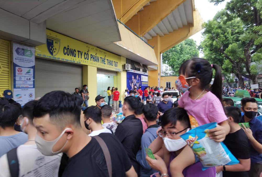 CLB Viettel – CLB Hà Nội: Khán giả nô nức đến sân Hàng Đẫy xem trận chung kết Cúp Quốc gia 2020 - Ảnh 9.