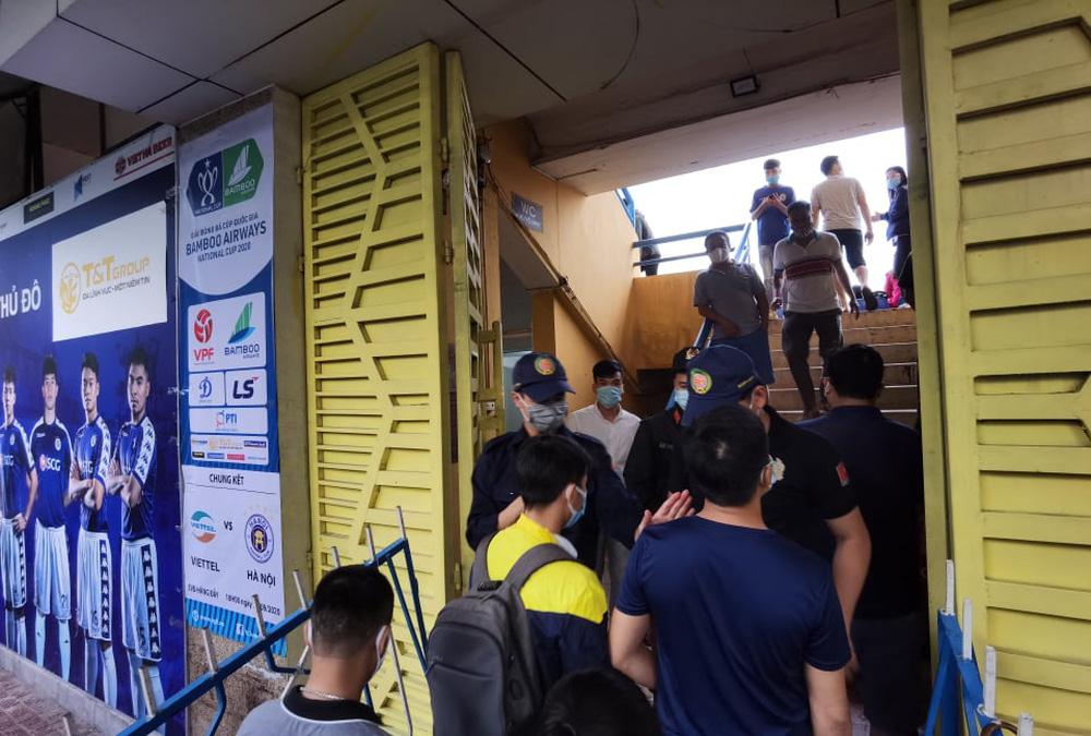 CLB Viettel – CLB Hà Nội: Khán giả nô nức đến sân Hàng Đẫy xem trận chung kết Cúp Quốc gia 2020 - Ảnh 8.